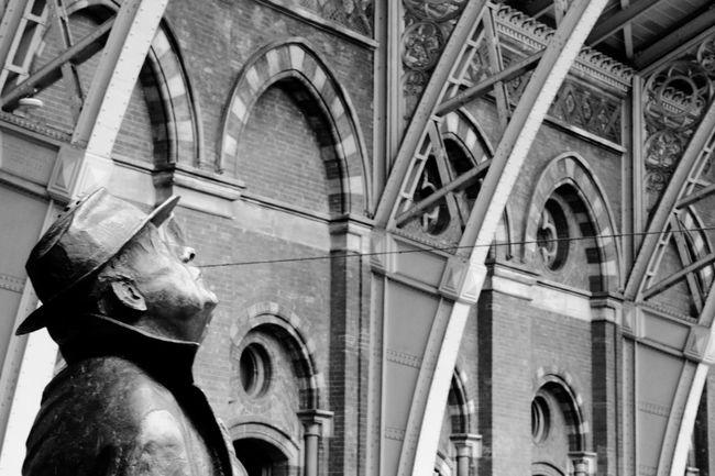 Black & White Brick Wall Gentlemanstyle Hat London