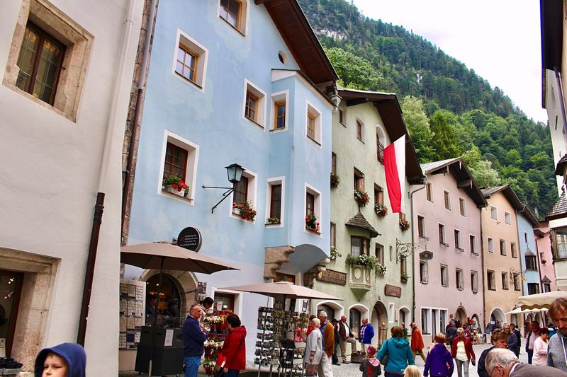Rattenberg 🌈 Tirol  Kufstein Österreich Austria Europe Building Exterior Architecture Street City Built Structure Colors Real People Countryside Travel Photography EyeEm Gallery Lovely Day Austria Photos TOWNSCAPE Walking Around Holiday House オーストリア ヨーロッパ 街並み