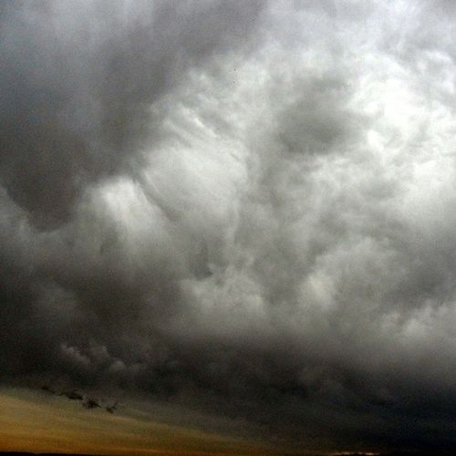 Mammatus floccus (fallstreaks) as thundershower quickly collapses. Mammatus Fallstreaks Stormscape
