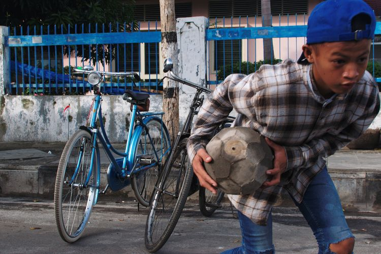 Market Scene Marketscape Streetphotography Documentaryphotography Bicycle Outdoors Men Adult Only Men One Man Only Real People City Day One Person Adults Only People EyeEm Ready   The Street Photographer - 2018 EyeEm Awards