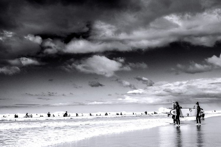 Black & White Beach Swimming Surfboard Surf Sky Cloud - Sky Beach Sea Large Group Of People Nature Scenics Water Day Lifestyles Outdoors Beauty In Nature Vacations Men Real People Sand Horizon Over Water People