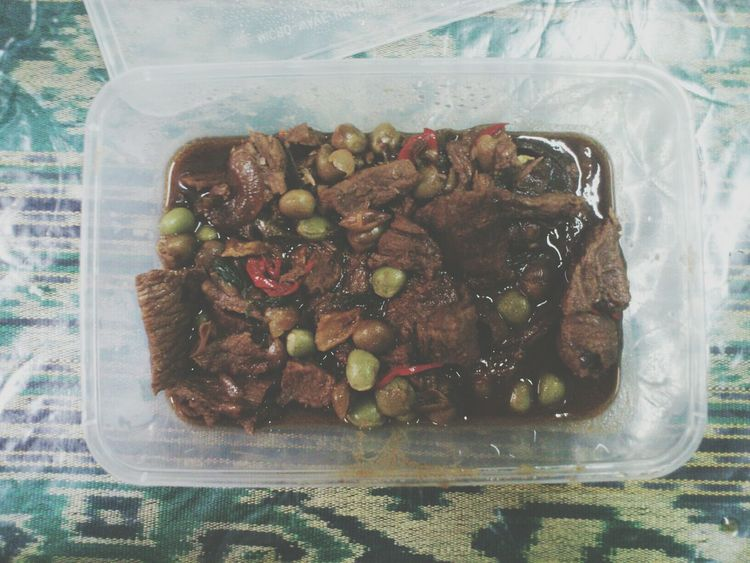 all time favourite dish cooked by my Uci Hendon.Daging masak kicap kacang peas.I grew up with this