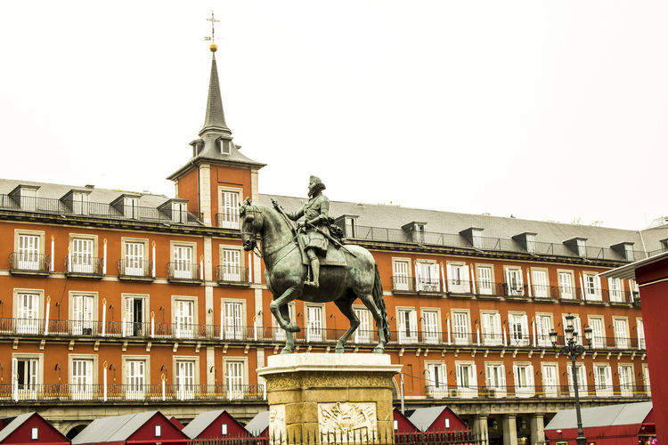 Estatua ecuestre de Felipe III casa de la panaderia de fondo - Equestram statue of Felipe III house of the bakery in the backround No People Felipe Iv Felipe III Statue Madrid, Spain Madrid Madrid Spain Madrid Meetup Madrid Atocha Railway Station Madridmemola Madridista Madrid ❤ Madrid,spain Statue, Architecture, Madrid, City, Monument, Europe, Spain, Building, Sculpture, Travel, Mayor, Horse, Plaza, Sky, Tourism, Landmark, History, Square, Plaza Mayor, Town, King, Capital, European, Prague, Copenhagen