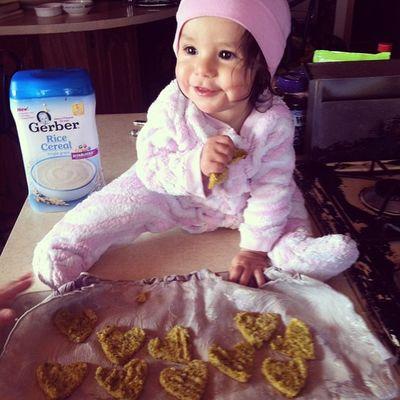 Made my baby homeade snacks! All organic and she loves them! ? Hearts Frenchvanilla Fullservingofveggies Tastesogood imobsessedsupermomcutestgirlspoiledigbaby ?