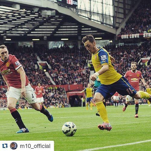 Repost @m10_official ・・・ 1:1 @ OldTrafford. We kept ManUtd at distance...👍 Coyg MUFCvAFC Arsenal Bpl