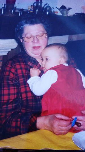 Mamie d'amour, cette photo date d'il y a 16 ans mais ce que je veux dire c'est que tu me manques tellement depuis 3 ans. Je t'aime toujours autant.