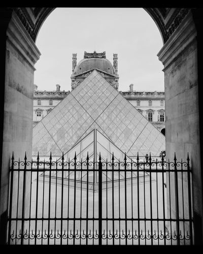 Pyramide du Louvre (BW version) Museum France Castle Cloudy Paris Louvre Mona Lisa Symmetry Pyramide Black And White Glass Moderne Old