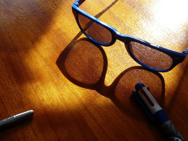 shadows lens Blue Eyeglasses Sunglasses Sunglass  Angle View Blue Blue Glasses Lunettes Bleues Lunette Bleu Blue Pen Blue Theme Bleu Blau Eyeglasses  Items Items On A Table Indoor Light Perception Varnished Light Lunettes Bleus