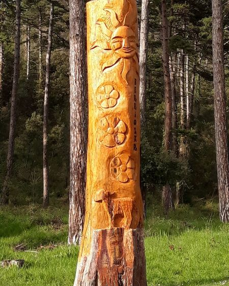 Tree Sculpture Communication Text Architectural Column Tree Trunk Carving - Craft Product Art And Craft Grass Architecture