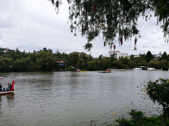 BurnhamLake Baguiocity2017 Landscape Water Boat And Sky