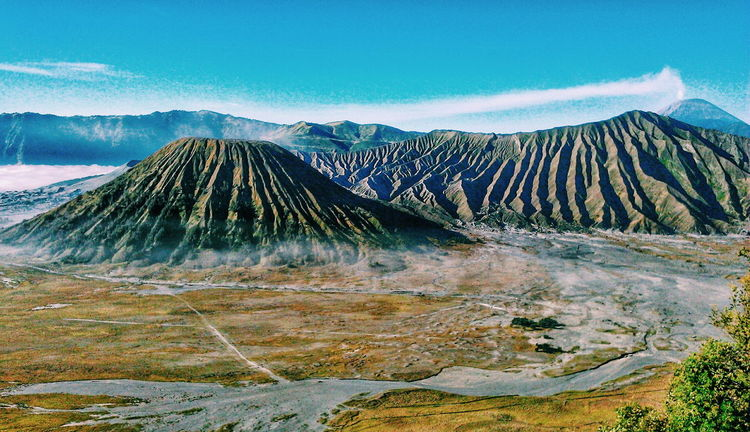 Bromo mountain view People And Places Mountain Nature Beauty In Nature Sky Bromo Mountain Bromo Mountain Indonesia Bromo, Indonesia Indonesian Street (Mobile) Photographie My Photography Indonesian Street Photography Indonesia_photography Indonesia_allshot Mountain View