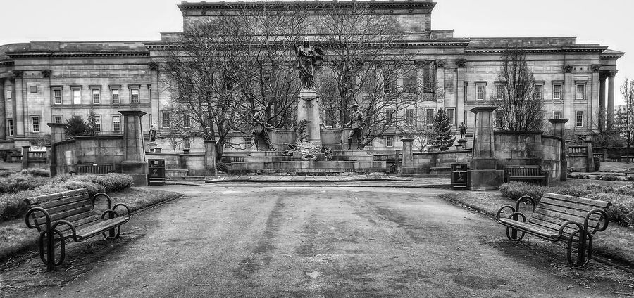 Part of the Gardens of St George's Hall in Liverpool Architecture Built Structure No People EyeEm Masterclass Portrait Photography The World Through My Eyes Creative Light And Shadow Malephotographerofthemonth Fujifilm Liverpool, England History Architecture St George's Hall Liverpool Gardens In The City Garden Architecture Black And White Photography Monocrome Photography Bnw_captures Black And White Nature