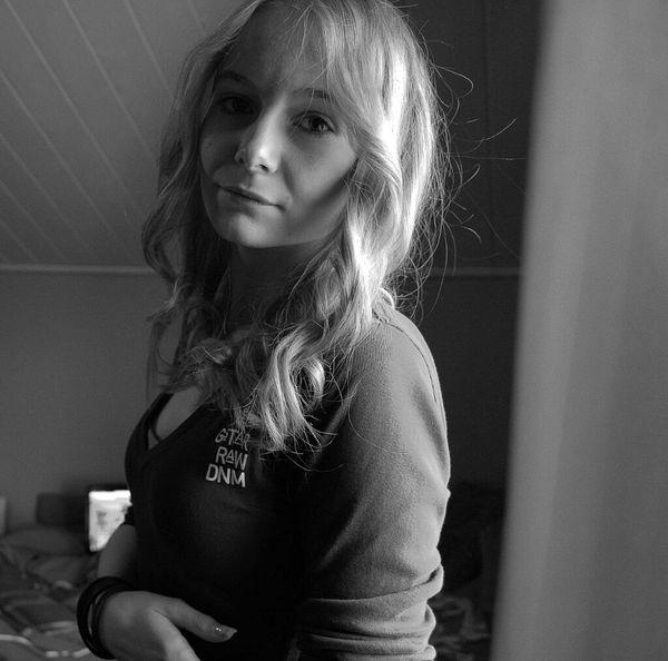 Self Portrait Blackandwhite Love Blonde Feeling Sick Curls Likeforlike G-star