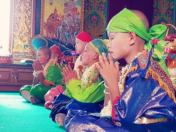 Way of life Sitting Traditional Clothing Indoors  Lifestyles Multi Colored People เด็ก Taking Photos Traditional Festival Warrooms EyeEm Gallery Religion Travel Destinations