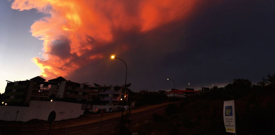 Sky Illuminated Cloud - Sky Sun Down Sky Lampadaire Nouvelle Calédonie Dumbea Sur Mer Jeu D'ombres Jeu De Lumiere Panoramic Photography