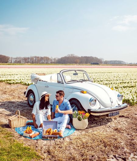 Bedtime Breakfast Valentine Netherlands Women Couples Man White Classic Car VW Beetle Beetle Lisse  Spring Flowers Sitting Togetherness Men Bonding Boys Relaxation Happiness Child Sand Childhood Picnic Blanket Picnic Basket Picnic Blanket Picnic Table Wrapped In A Blanket