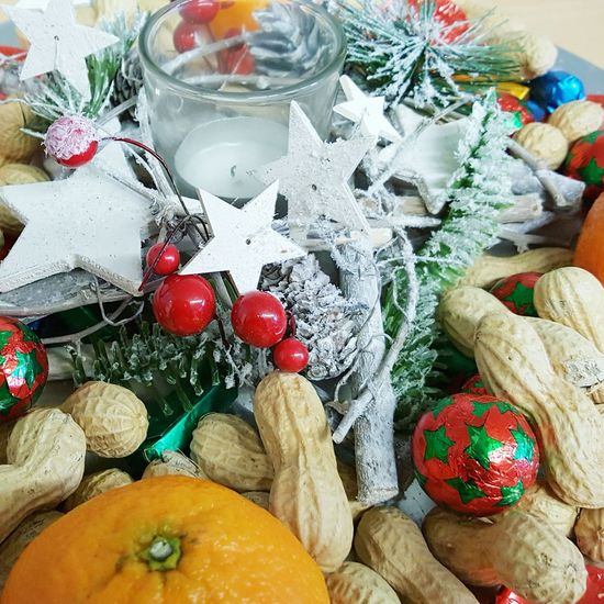High Angle View Christmas Decoration Christmas No People Indoors  Close-up Décoration De Noël Decoration Decorations For Xmas Food Food And Drink Orange Sweet Food Healthy Lifestyle Healthy Eating Citrus Fruit Freshness Table Fruit