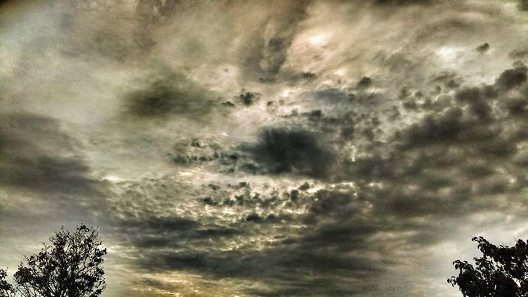 "https://youtu.be/469qF88GCj4 ""The hungry crocodile..."" The Impurist Skylovers Cloudscape Stormembracing Light And Shadow No People Atmospheric Mood Musical Photos Lyricalartistry Eye Am Nature"