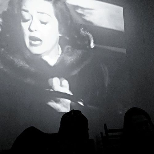 Dumbo dining with Bette. 🎥 Howtodrivewithyoureyesclosed Dinnertheater Allabouteve Bettedavis almar dumbo brooklyn