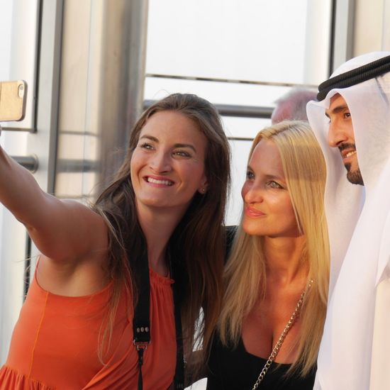 Arabic Style Looking At Camera Tourists Tourism Lifestyles Photoshot Selfıe Sheiks Dubai Burj Khalifa Dubailife Dubai Towelday Young Adult Young Women Long Hair Front View Friendship Indoors  Leisure Activity Lifestyles Window Togetherness Looking At Camera Bonding Casual Clothing