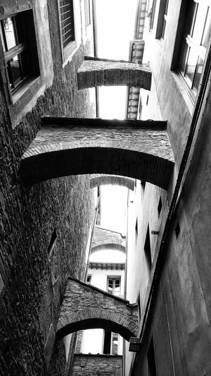 building supports Florence Italy Black And White Monochrome Alleyway High Contrast Italy Bridging Brickwork  High Contrast Looking Up Windows Shadows Contrast City Architecture Close-up Built Structure The Architect - 2018 EyeEm Awards The Street Photographer - 2018 EyeEm Awards