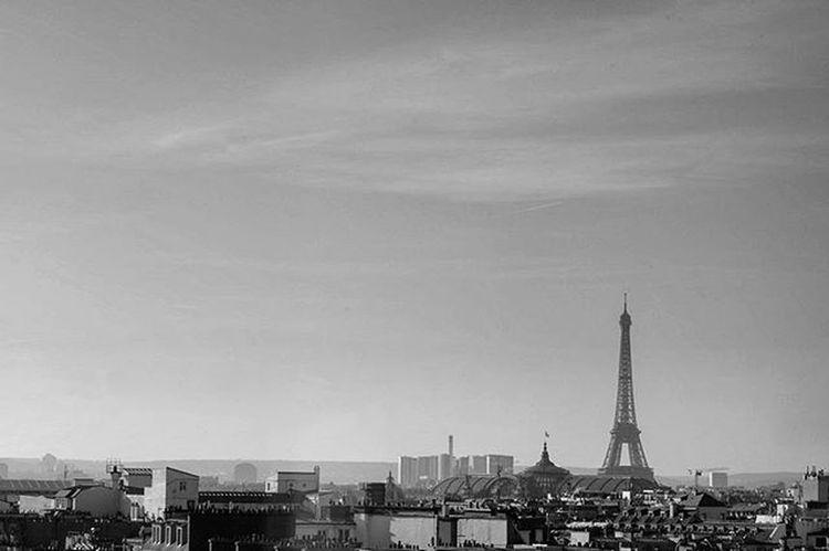 Paris 26/12/15 Igparis Ig_paris Fujifilm_xseries Fujifilm Bnw Blackandwhite Nb  Rsa_monochrome Bnw_life Igbnw Bnw_captures Fuji Fujiclub Thefujifilmexperiment Fujifeed Rsa_bnw Rsa_noiretblanc Bnw Rooftop Paris Eiffeltower Toureiffel Monochrome Monochromatic Instablackandwhite streetphotograph rsa_streetview ig_photooftheday bnw_society architecture bnw_rose