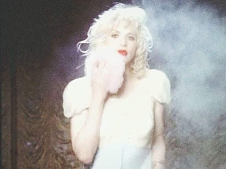 I'm miss world, watch me broken, watch me burn, no one is listening my friend... Hole Band Courtney Love Kinderwhore Grunge CleanlinessIsNextToGodliness