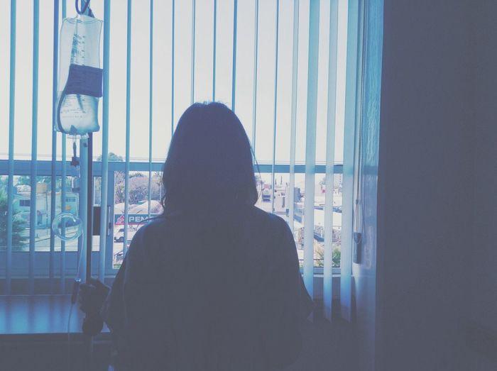 Habitación 203. Dicen que siempre tienes que ver el lado positivo de las cosas, en mi caso, era una buena vista Silhouette .