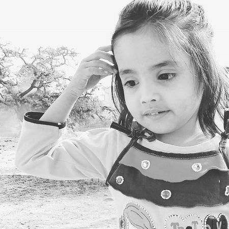 Miss little snow white. Myredmiseries Mobilephotography Aaliya Kids_mood Portrait_mood Bnw_life Cute Instamood Instakids Inspiroindia Everydayindia Indianshutterbugs Pr0ject_uno FeatureMePF Forthecreative Featurepalette Lucknow_igers India_clicks India_ig Myhallaphoto
