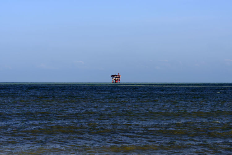 offshore platform Seacape Offshore Platform Offshore Drilling Rig Environment Pollution Polluted Water Beach Adriatic Sea Coast Industry Gas Fuel And Power Generation Petroleum Power Supply Pipeline Winter