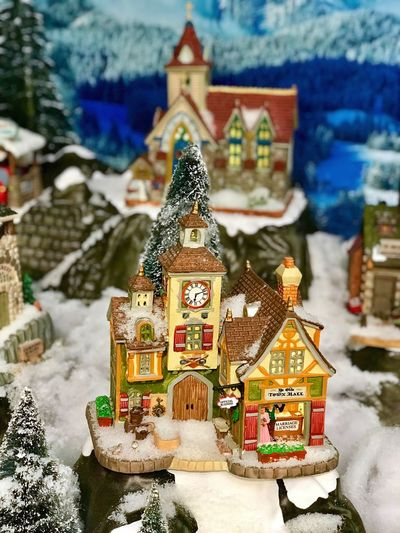 Spirituality Male Likeness Religion Human Representation Winter Snow Art And Craft Cold Temperature Place Of Worship Sculpture No People Statue Day Outdoors Architecture Close-up Nature Christmas Decoration City Winter Figurine  Art And Craft