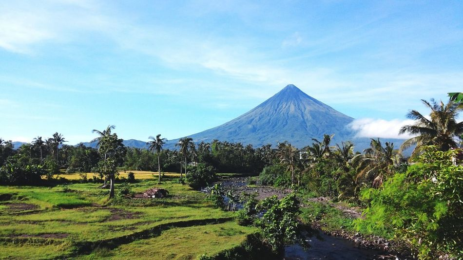 A lot of people pays to see you. Im just one lucky kid to have you at my own backyard.😊😊 Nature Scenics Beauty In Nature Sky Cloud - Sky Outdoors Bicol, Philippines Mayon Volcano Mountmayon Volcanoes Nature Bicol