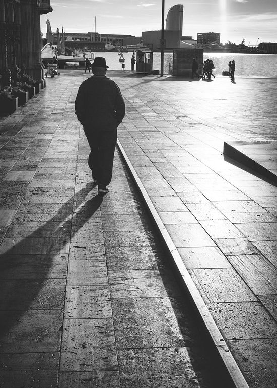 Portbarcelona Barcelona♡ Barcelonainspira Barcelona Streets Bcnracons Barcelonalove B&w Street Photography EyeEm Gallery Bnw_demand Bnw_planet EyeEm Best Shots - Black + White Black And White Collection  Barcelona Bnw_captures Person Streetphotography Streetphotography_bw