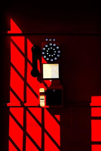 西洋电话亭,没人静悄悄,正午阳光照,像个大红包。 phonebooth Red Phonebooth Telephone British Light And Shadow Sunlight StillLife