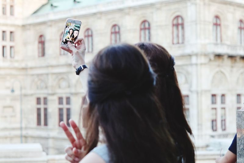 New way to shoot selfies Selfie ✌ Photooftheday Photography Photo Fotografheryerde Canon_photos Canonphotography Canon Canon EOS M5 Knycl Vienna Albertina EyeEm Selects Architecture Building Exterior Photographing Real People Camera - Photographic Equipment Photography Themes Selfie Women Day Outdoors City People