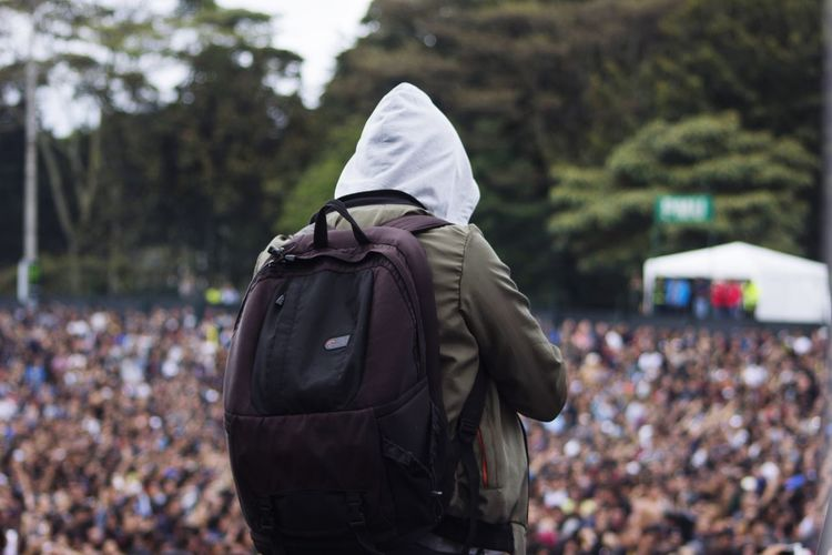 Crowd Cold Temperature Rear View Walking Winter Watching Music Concert Popular Music Concert Pop Rock Audience Concert Hall  Stage - Performance Space Live Event Concert Stage Light Festival Goer Music Festival Horn Sign Hood - Clothing Hooded Shirt Fan - Enthusiast