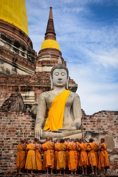Monks Buddha Tampleofthailand Thailand Architecture Building Exterior Built Structure Day History Human Representation Laranja Low Angle View Male Likeness Men Monk  Monks In Temple Outdoors People Place Of Worship Religion Sculpture Sky Spirituality Statue Tailand Yellow