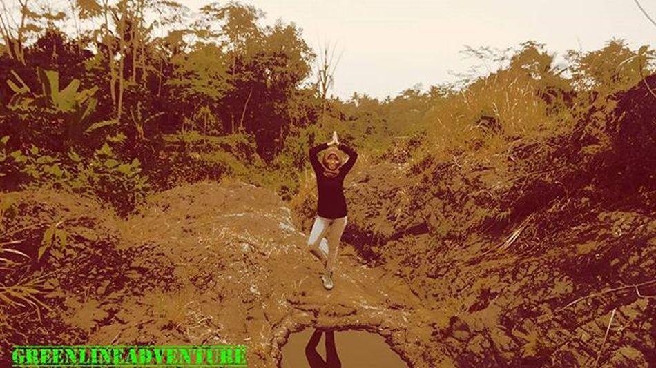 Mengikuti kata hati gak berarti semaunya sendiri kan 😶 .. .. Ayo dolan wisata curug 3 📷 by @novawahyu_p .. .. Sonycamera Instagunung Indomountain Pendakiindonesia Id_pendaki Parapejalan Ayodolan Jalan2menofficial Exploregunung Exploreindonesia Damniloveindonesia Photooftheday Like4like Loveindonesia Pecintaalam Urbanhikersindonesia Pejalankaki Pendakikusam Mountains