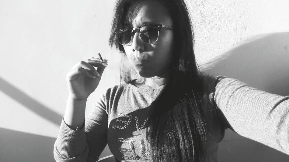 Portrait Of A Woman Portrait Photography Black And White Portrait Black And White Photography Black & White Eyeem Market EyeEm Gallery Eyeem Photography Smoking Hot Smoke Break Smoking Cigarettes. Smoking Girls Smoke Time Smoking Eyemcaptured EyeEm Black Hair Black Color Greyscale Grey Color Woman Portrait Woman Power Womanselfie Woman Girl Power