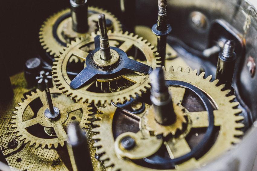 Clock Gears III Engranaje interno del tiempo III Antique Clock Clock Gears Despertador Engranaje Gear Gear Assembly Machine Part Machinery Old Clock Reloj Antiguo Tiempo Time Vintage