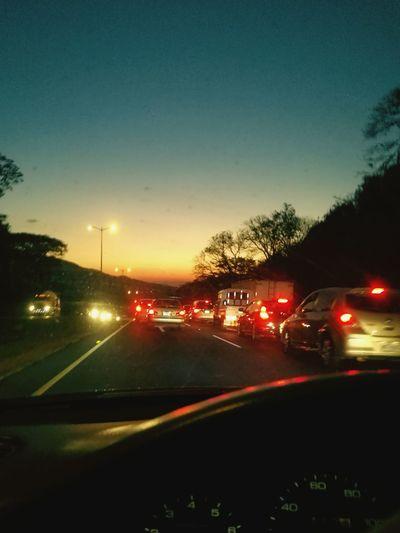 Atardeser justo, para deviar la mirada del tráfico.