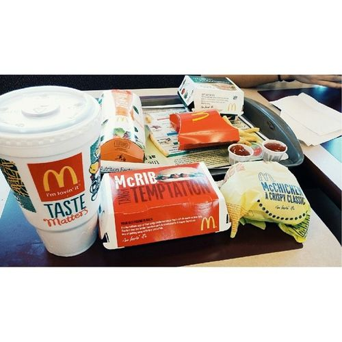 The usual at McDonald's. #sweettea #mcrib #mcchiken #junk #idc #yum Yum Junk McRib Idc Sweettea Mcchiken