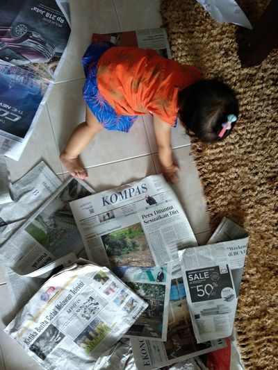 Newspaper Newspaper Paper Baby Magazine Kompas One Person Adult People One Man Only Adults Only Young Adult Artist Day Only Men Full Length Outdoors Portrait
