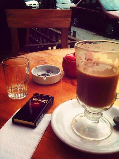 Coffee And Cigarettes que mejor para una fresca mañana