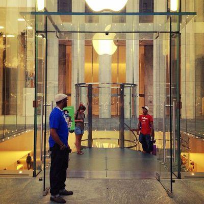 The Cube & Genius ? #apple #applestore #alanisko_usa #architecture #glass #empirestate #jj #igcurator #manhattan #newyorkcity #nyc #5th_ave #o2travel #reflection #cube #thecube #genius Applestore Igcurator Architecture O2travel Reflection NYC Alanisko_usa 5th_ave Thecube Glass Apple Genius Manhattan Cube Newyorkcity Jj  Empirestate