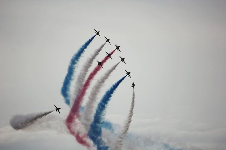 Red arrows EyeEm Selects Teamwork Cooperation Mode Of Transportation Flying Air Vehicle Transportation Airplane Cloud - Sky Vapor Trail Fighter Plane Airshow Sky Plane Smoke - Physical Structure on the move Low Angle View Motion Nature Day Speed Analogue Sound