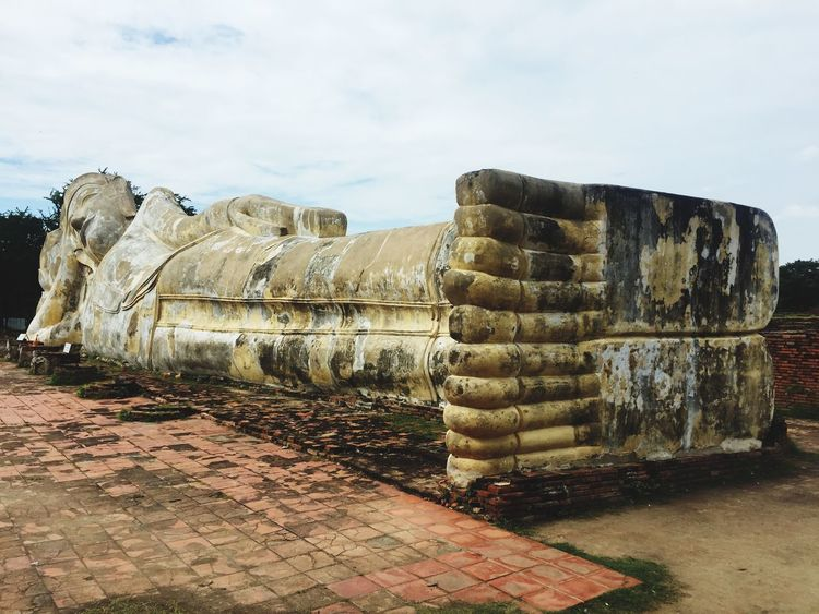 Wat Lokaya Sutha Sky Day Architecture