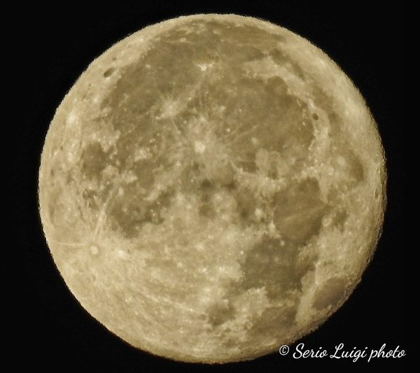 Ore 5.46 Genova Luna Piena 100% illuminazione età 15 giorni Fullmoon Moon Astronomy Clear Sky Moon Star - Space Space Moon Surface Half Moon Circle Moonlight Sky