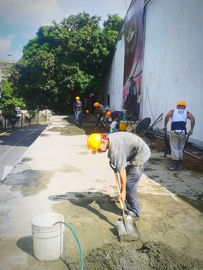 Working Occupation Only Men Day Real People People Built Structure Building Exterior Architecture Caracas City Color Photography Manual Worker ,Manos valiosas, manos que construyen, manos a la obra.