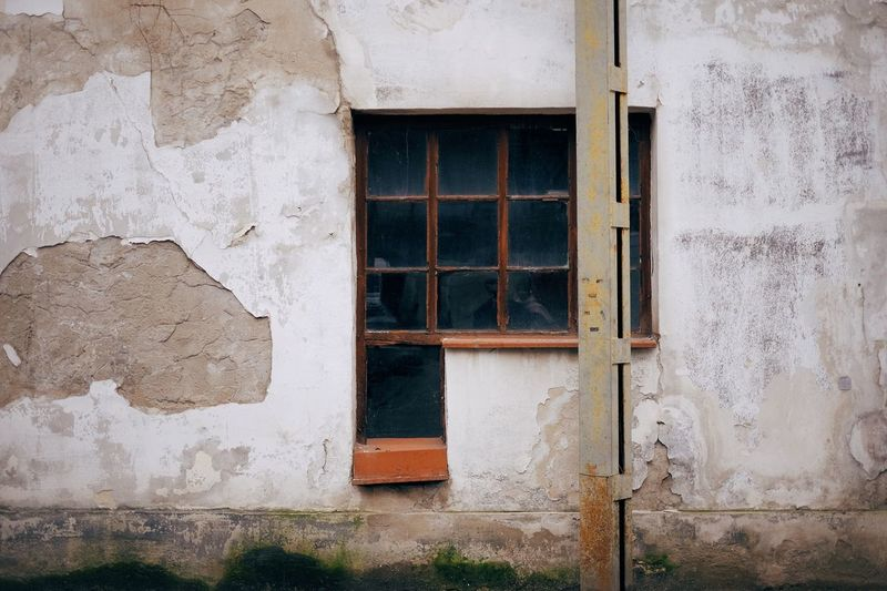 EyeEm Selects Architecture Window Built Structure Building Exterior Building Wall - Building Feature No People Abandoned Damaged Deterioration Run-down